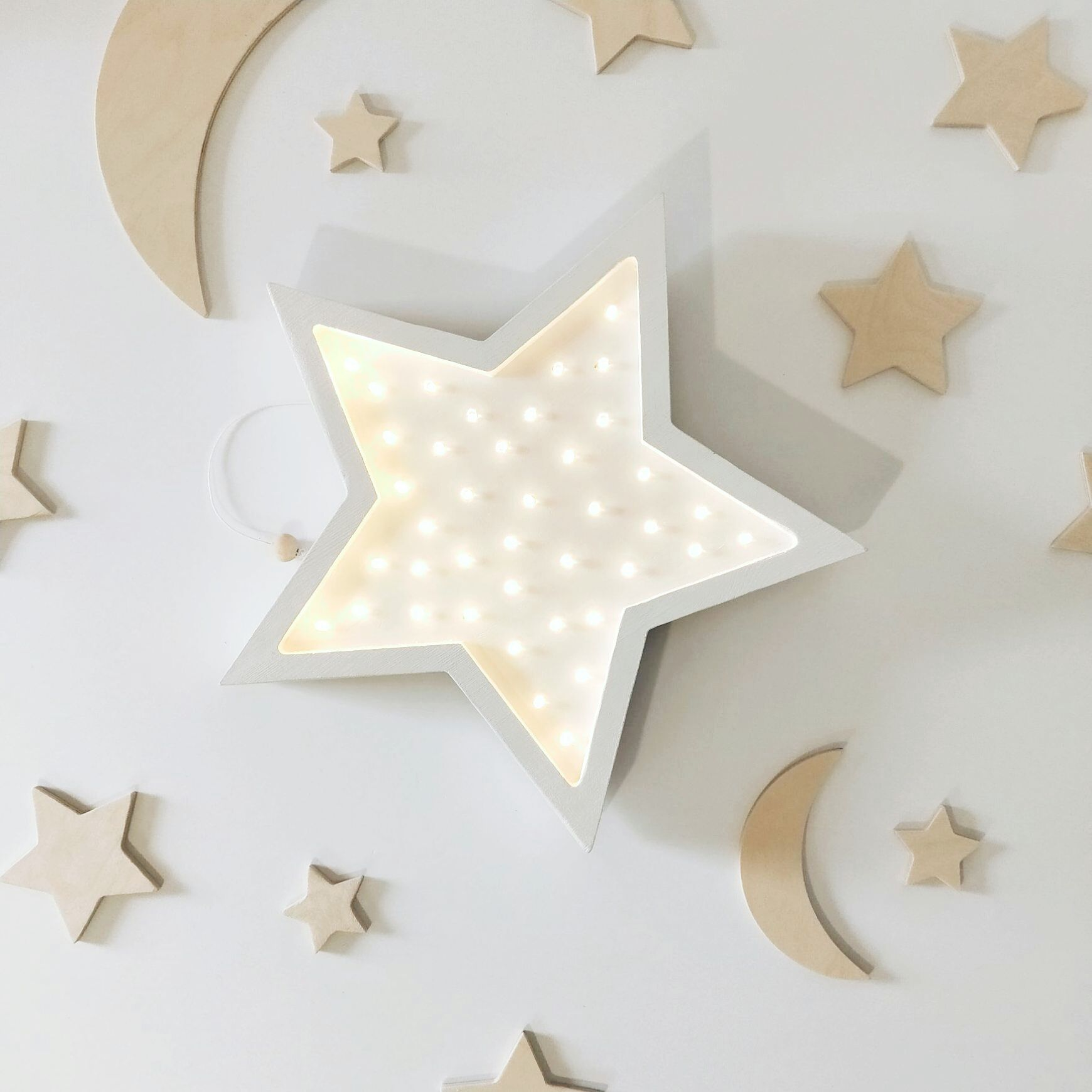 drewniana-lampa-wiszaca-gwiazdka-lampka-nocna-kinkiet-dzieciecy-na-sciane