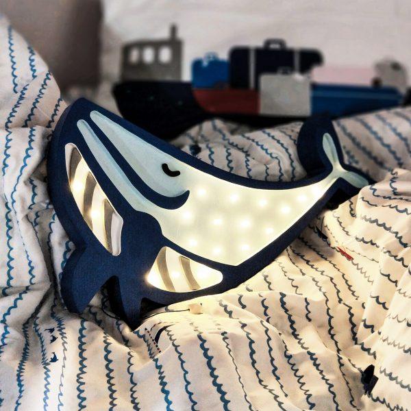 lampka-drewniana-dziecieca-wieloryb-dekoracyjna-lampka-nocna-dla-dzieci