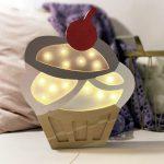 lampka-dziecieca-babeczka-lampka-do-pokoju-dziewczynki-cupcake