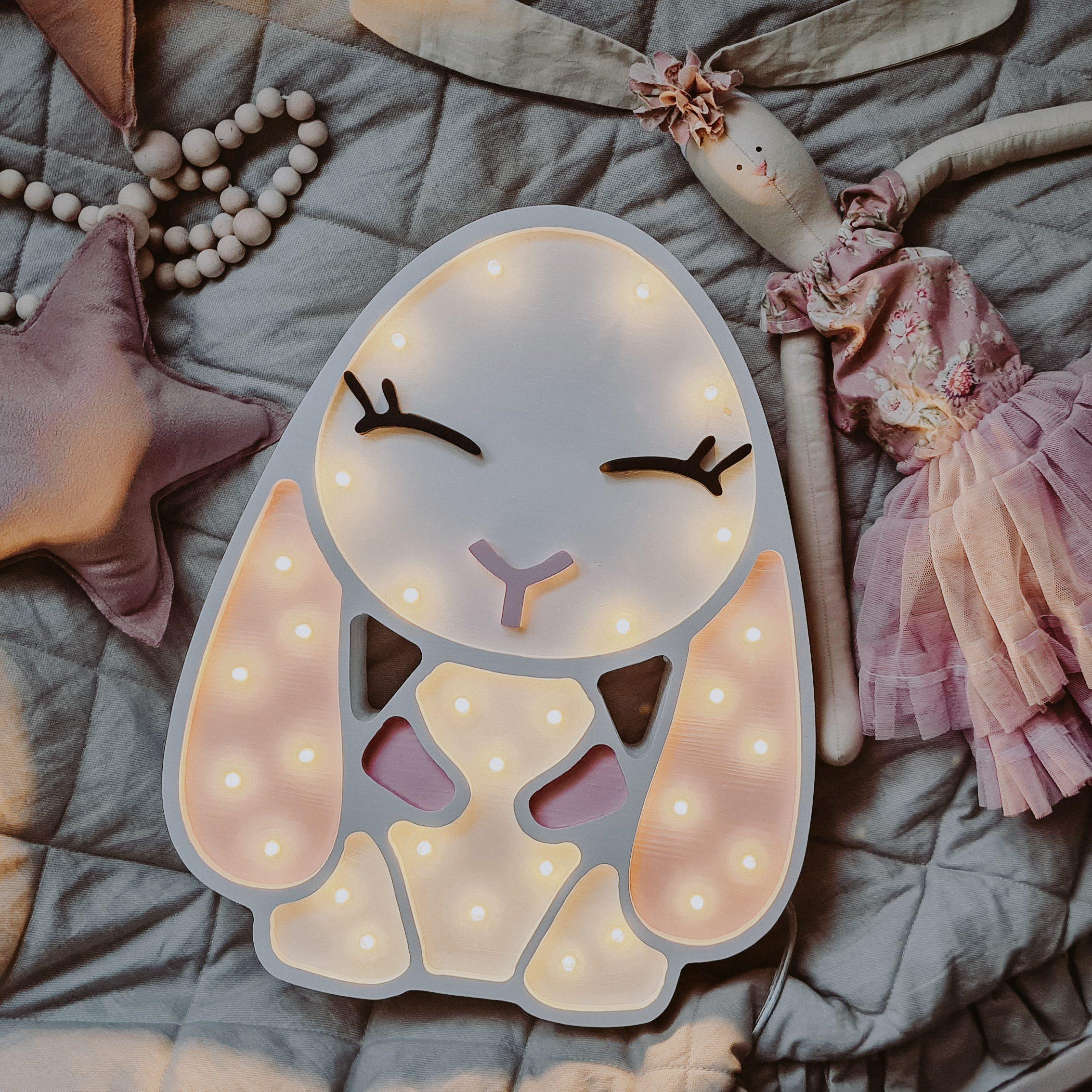 lampka-zajaczek-dla-dzieci-oswietleie-do-pokoju-dzieciecego