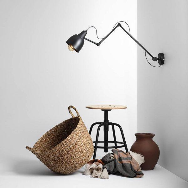 czarna-lampa-scienna-loftowa