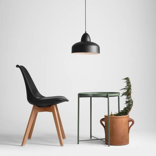 industrialna-lampa-wiszaca-w-czarnym-kolorze-malowana-proszkowo