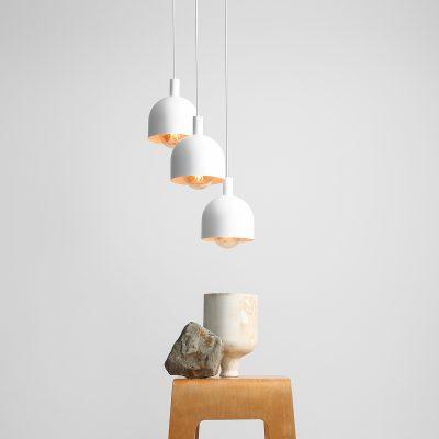 metalowa-lampa-wiszaca-do-salonu