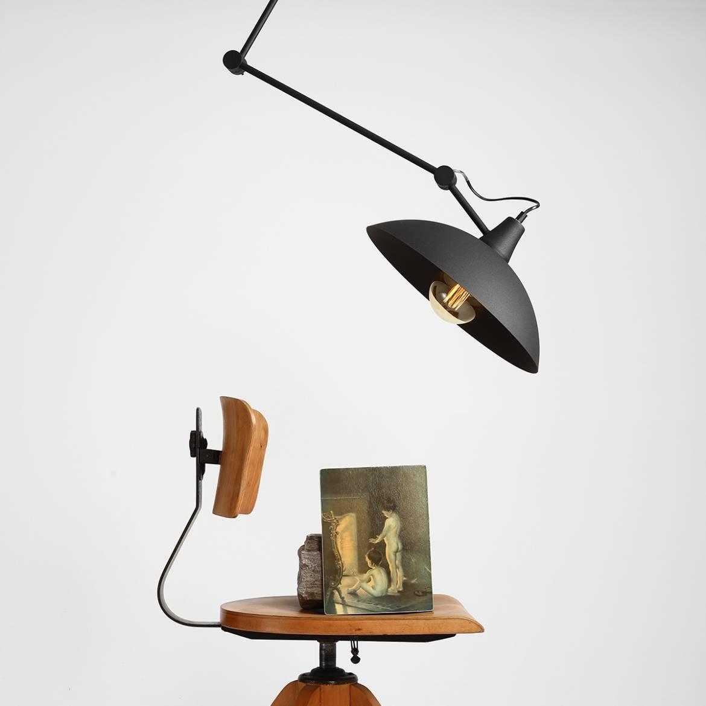 czarna-lampa-industrialna-na-sufit