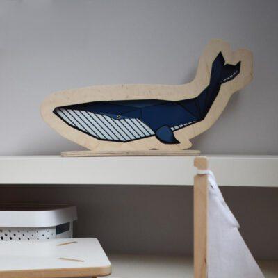 dekoracyjna-drewniana-lampka-wieloryb