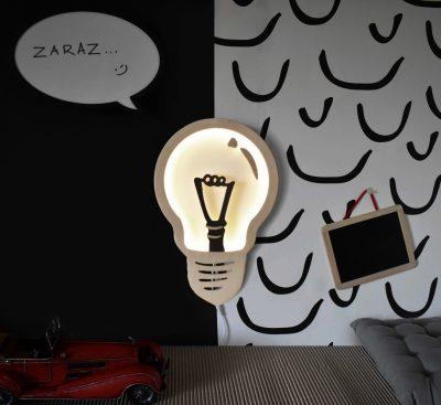 ozdobna-lampka-scienna-w-ksztalcie-zarowki