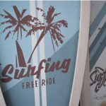 podswietlane-dekoracje-do-pokoju-deska-surfingowa