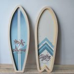 podswietlana-dekoracja-w-morskim-klimacie-deski-surfingowe
