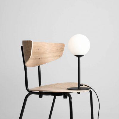 minimalistyczne-lampki-na-stol