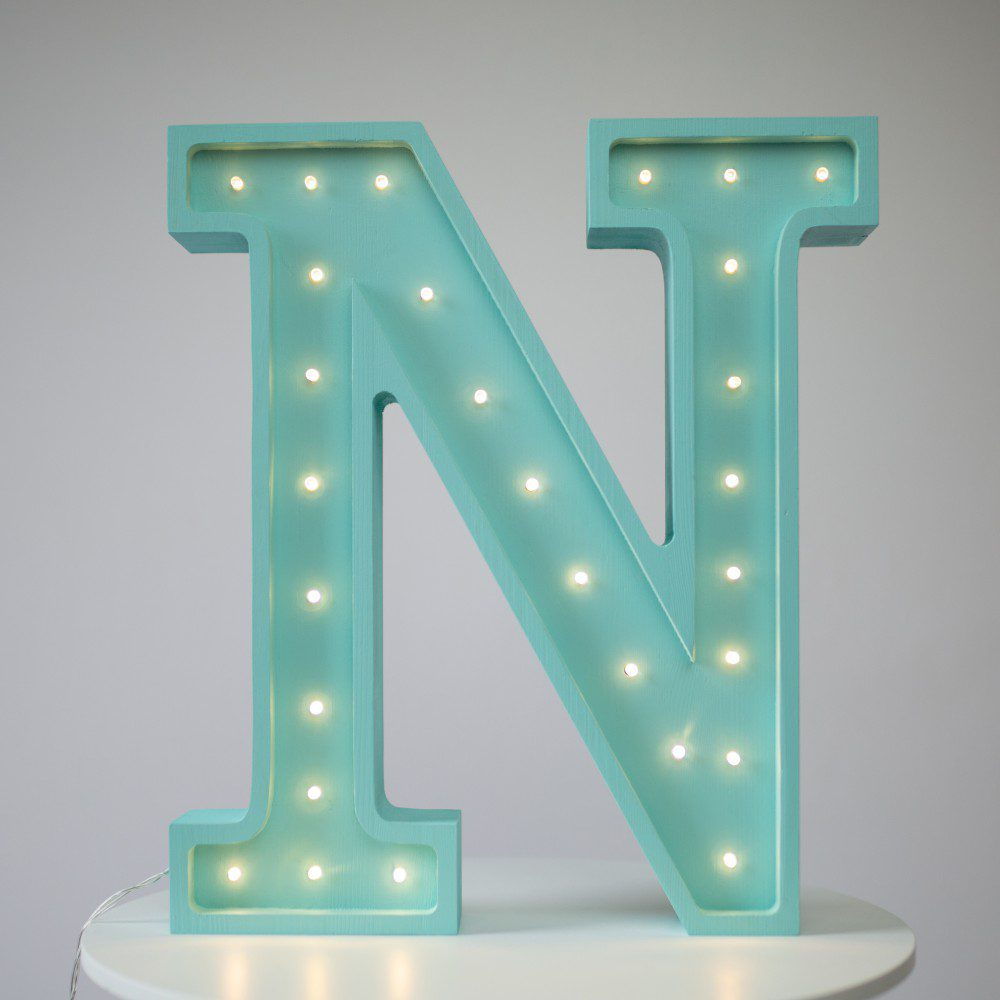 podswietlana-literka-n-swiecace-literki-alfabet-drewniany-swiecacy-alfabet-swiecace-literki