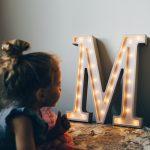 literka-m-kolorowe-literki-literki-led-do-postawienia-na-polce-nowoczesne-literki-lampki