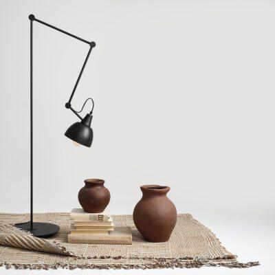 lampa-podlogowa-zginana-lampa-podlogowa-czarna-lampa-podlogowa-sklep-internetowy-z-oswietleniem-ryssa