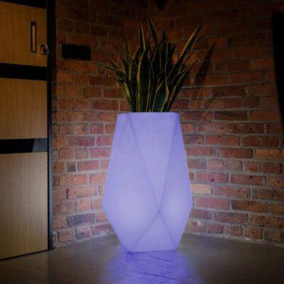 podswietlana-donica-led-oswietlenie-do-ogrodu-stylowe-duze-donice