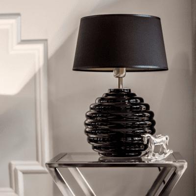szklane-lampy-sklep-internetowy-lampy-dekoracyjne-na-stolik-czarna-lampa-na-komode