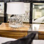 piekna-lampa-stolowa-nowoczesna-lampka-na-stolik