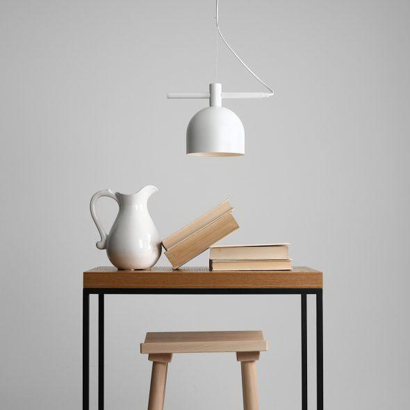 metalowa-lampa-kuchenna-biala-lampa-kuchenna-z-pojedynczym-kloszem